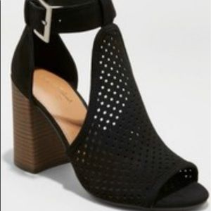"Universal Thread Hannah Sandals Chunky 4"" heel"